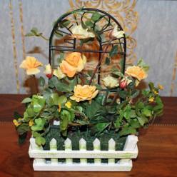 Искуственные желтые розы в заборе-Растения,кашпо и подставки-bakida-qiymeti-almaq-baku