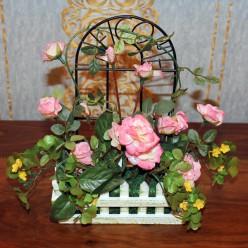 Искуственные розы в заборе-Оформление интерьера-bakida-qiymeti-almaq-baku