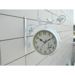 Двухсторонние настенные часы с птичкой