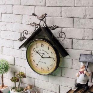 Divar saatı quş evi