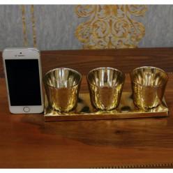 3 qızıl rəngli stəkanlar şam üçün