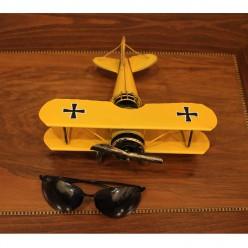 Самолет винтажный желтый