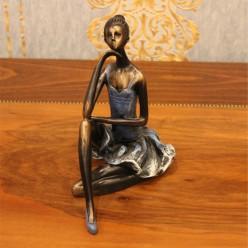 Сидящая девушка-Оформление интерьера-bakida-qiymeti-almaq-baku