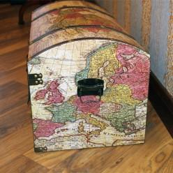 Сундук с картой мира