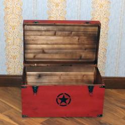 Красный деревянный сундук со звездой - средний